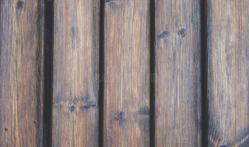Fondo con las gotas de agua y la opinión superior horizontal de la textura de madera aislado, contexto de madera oscuro mojado de foto de archivo libre de regalías