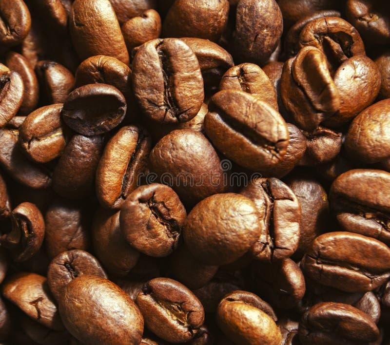 Fondo con los granos de café asados grandes fotografía de archivo