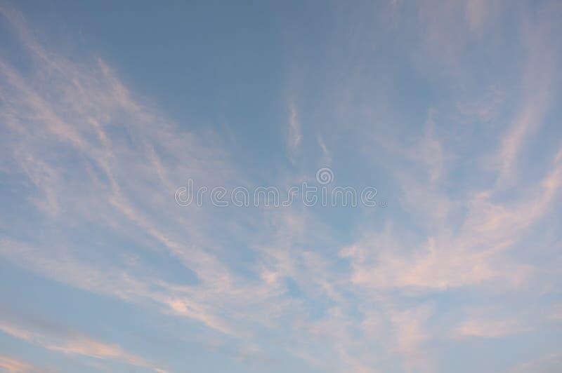 Fondo con magia del cielo e delle nuvole ad alba, tramonto, parte 23 del cielo di panorama immagini stock libere da diritti