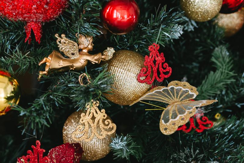 Fondo con un árbol de navidad, juguetes de la Navidad foto de archivo libre de regalías