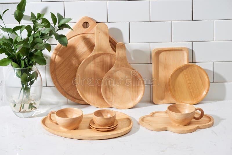 Fondo con uno spazio per un testo, concetto domestico della decorazione della cucina, vista frontale degli utensili della cucina fotografia stock