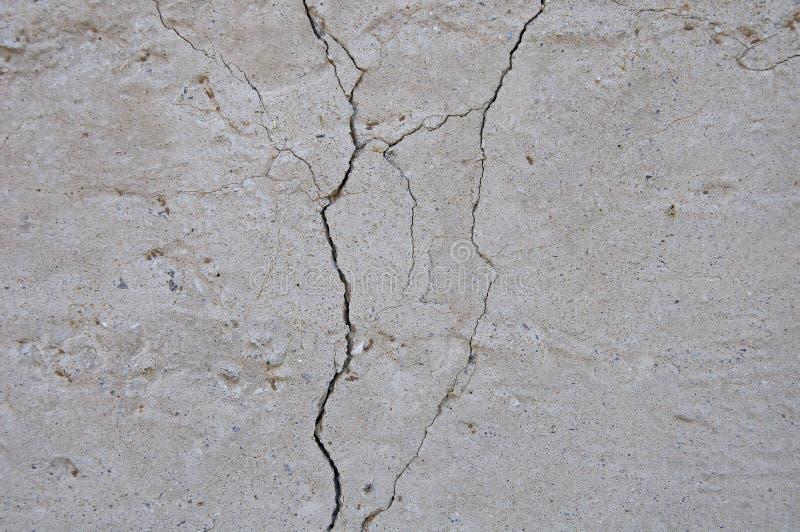 Fondo concreto grigio di struttura danni Priorità bassa incrinata della parete di pietra fotografia stock