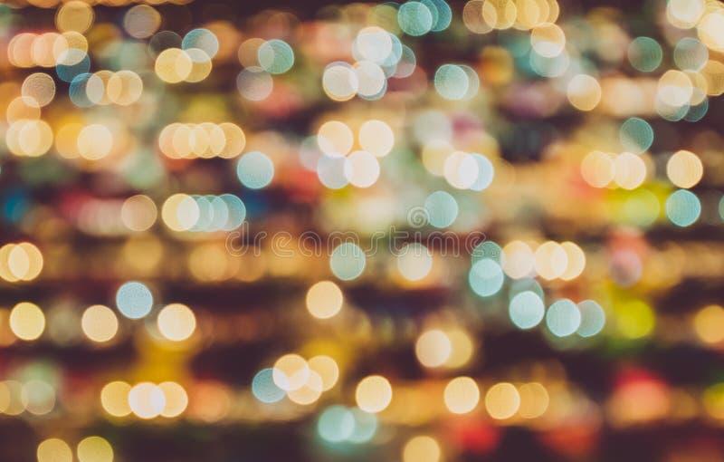 Fondo confuso del mercato di notte Concetto di illuminazione della decorazione e dell'estratto Tema del nuovo anno e di Natale fotografia stock