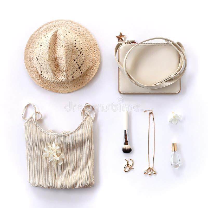 Fondo creativo de la mujer - ropa y accesorios de oro del estilo foto de archivo libre de regalías
