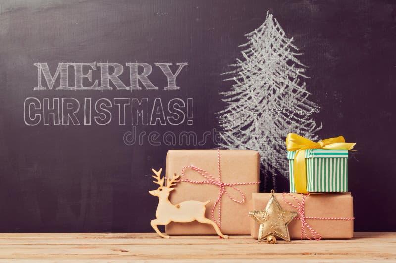 Fondo creativo del árbol de navidad con los regalos fotos de archivo