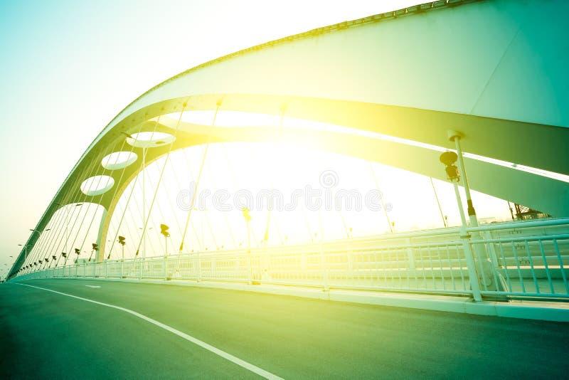Fondo d'acciaio del ponte della strada principale moderna della città immagini stock libere da diritti