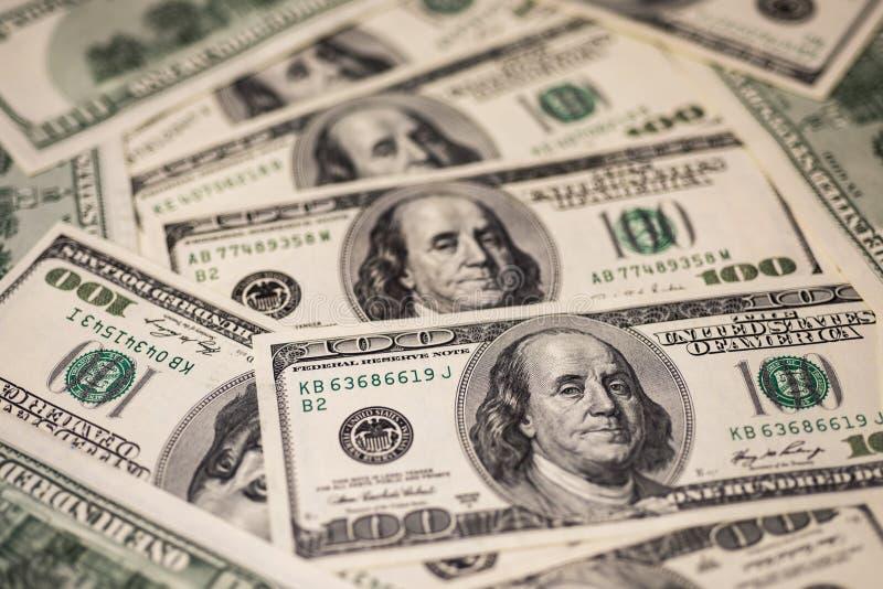 Fondo de cientos billetes de dólar imágenes de archivo libres de regalías