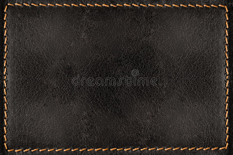 Fondo de cuero negro de la textura con las costuras anaranjadas foto de archivo libre de regalías