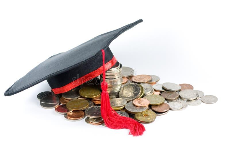 Fondo de educación -- Casquillo y monedas de la graduación fotos de archivo libres de regalías