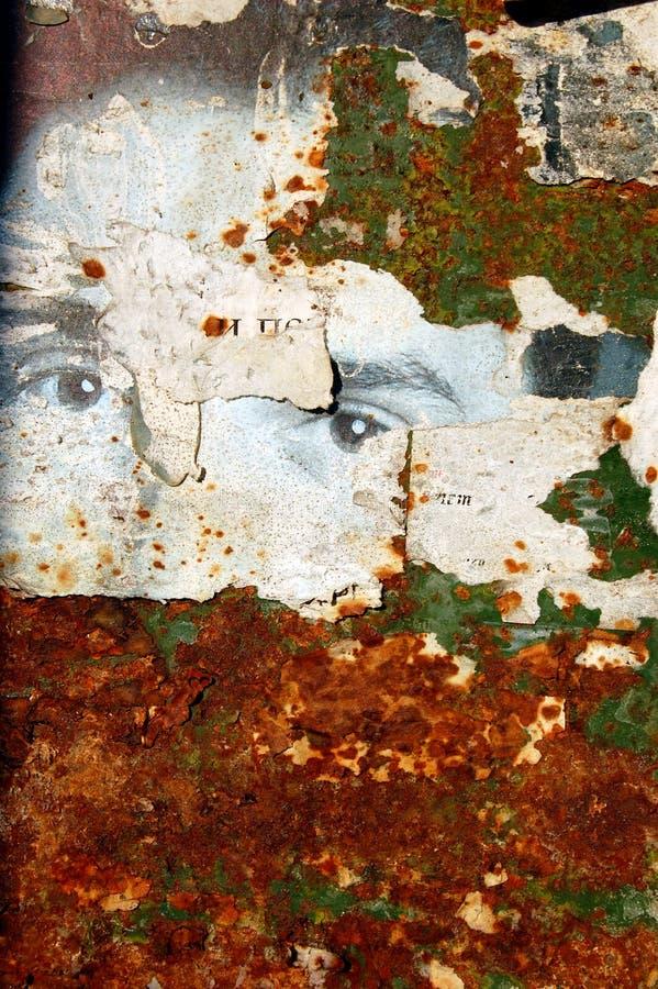 Fondo de Grunge con los carteles rasgados viejos foto de archivo