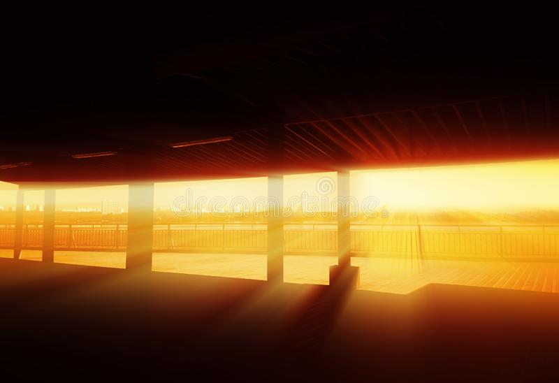 Fondo de la arquitectura del terraplén de la puesta del sol fotos de archivo libres de regalías