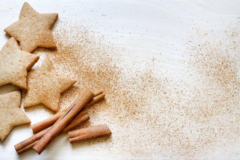 Fondo de la comida de las galletas del pan de jengibre de la hornada de la Navidad foto de archivo libre de regalías