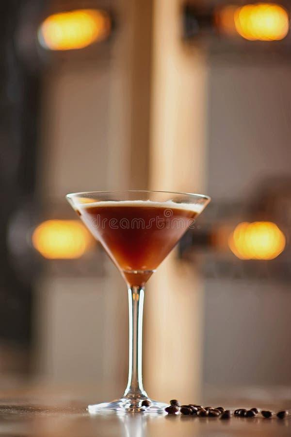 Fondo de la falta de definición del cóctel del alcohol imagenes de archivo