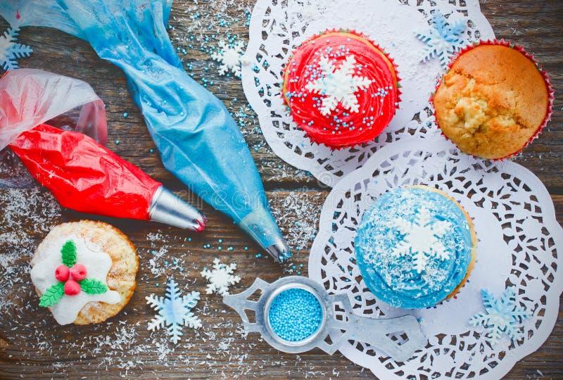 Fondo de la Feliz Año Nuevo y de la Feliz Navidad - cupcak de la Navidad foto de archivo