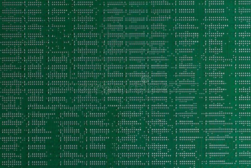 Fondo de la informática Ciérrese para arriba de placa de circuito impresa electrónica digital verde Lado de la soldadura Macro de imagen de archivo libre de regalías