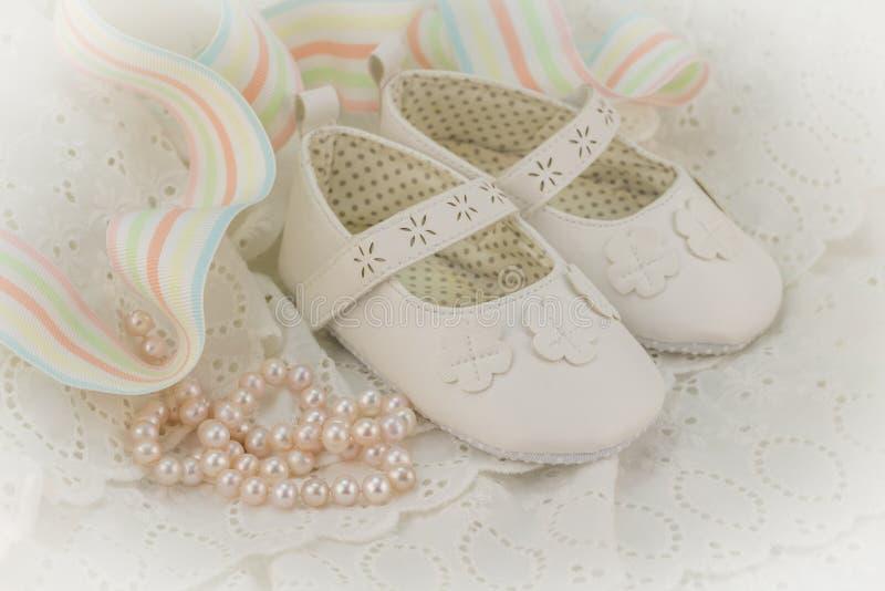 Fondo de la invitación del bautismo o del cumpleaños para el bebé con el perno fotos de archivo libres de regalías