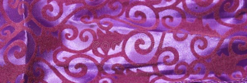 Fondo de la materia textil de la lila con los modelos del terciopelo fotografía de archivo