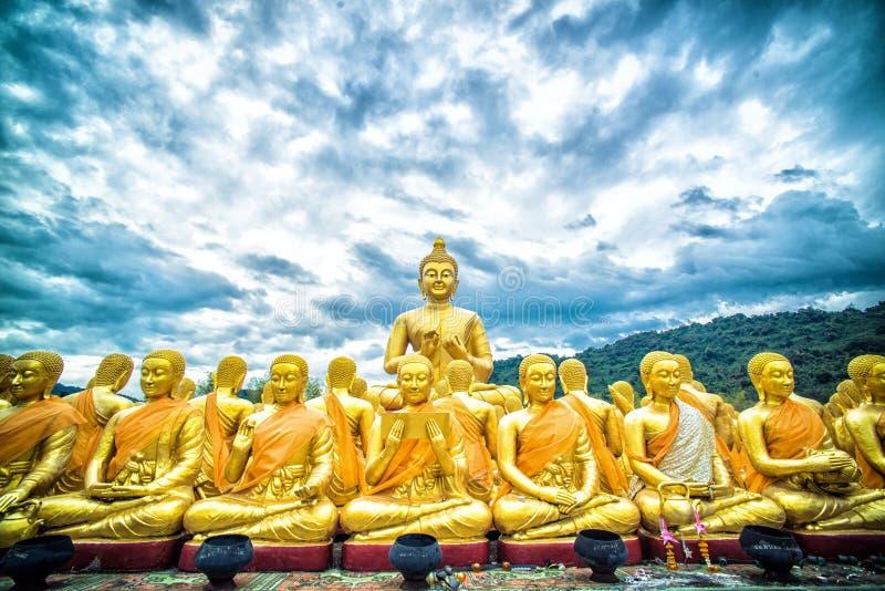Fondo de la montaña de Buda en Tailandia foto de archivo libre de regalías