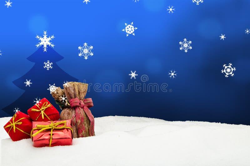 Fondo de la Navidad - árbol de navidad - regalos - azul - nieve ilustración del vector