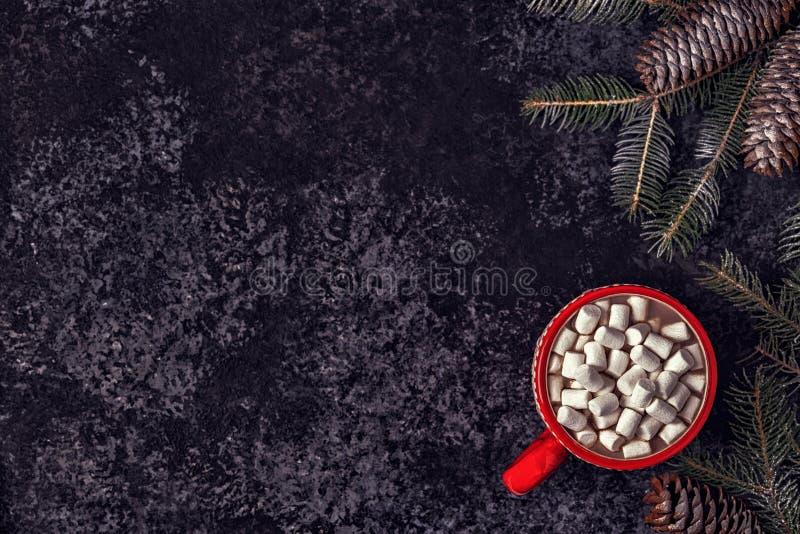 Fondo de la Navidad con cacao y la melcocha calientes foto de archivo