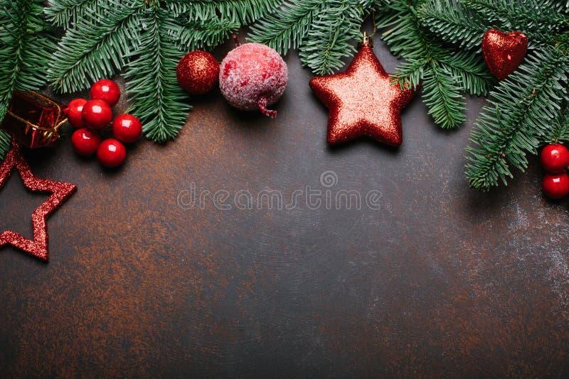 Fondo de la Navidad con el árbol de abeto y la decoración Visión superior con el espacio de la copia foto de archivo