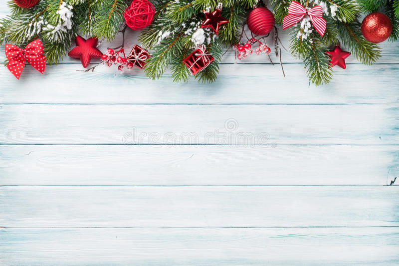 Fondo de la Navidad con el árbol de abeto de la nieve imágenes de archivo libres de regalías