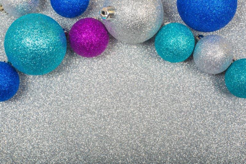 Fondo de la Navidad con las bolas fotos de archivo