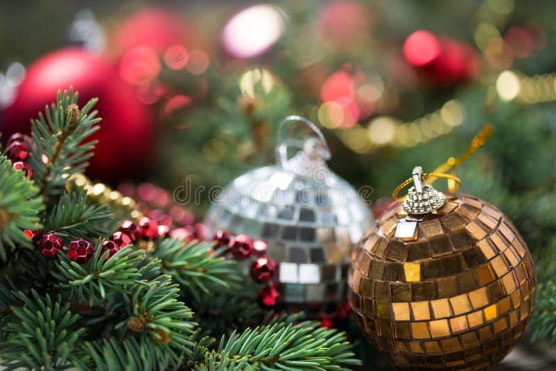 Fondo de la Navidad con las decoraciones fotografía de archivo libre de regalías