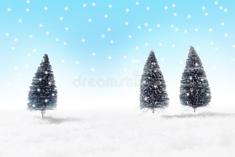 Fondo de la Navidad con los abetos nevosos imágenes de archivo libres de regalías