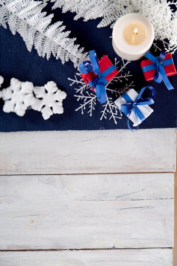 Fondo de la Navidad con la materia de la decoración fotografía de archivo libre de regalías