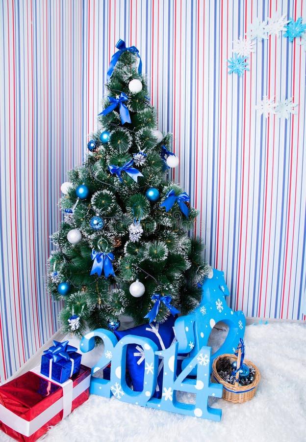 Fondo de la Navidad de luces de-enfocadas foto de archivo libre de regalías