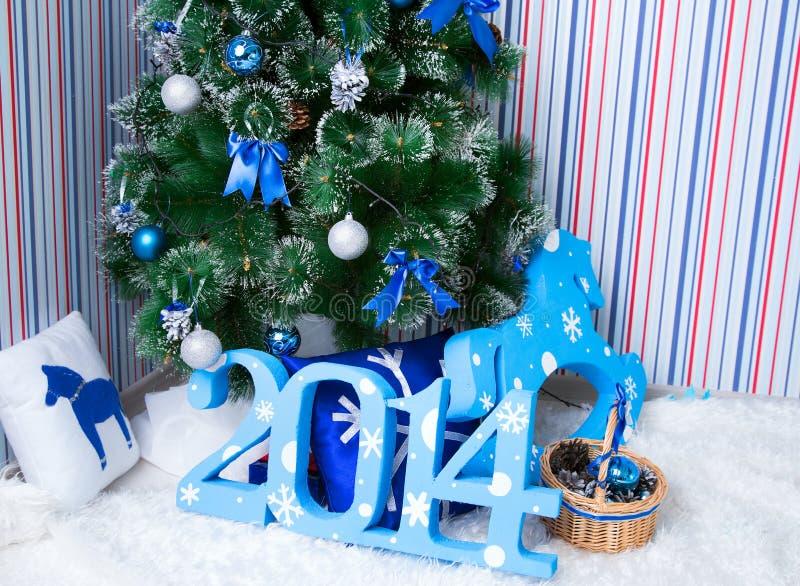 Fondo de la Navidad de luces de-enfocadas imágenes de archivo libres de regalías