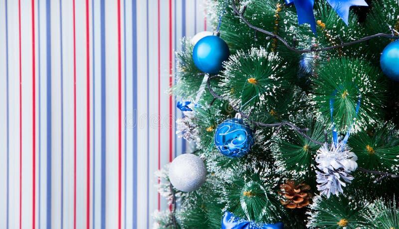 Fondo de la Navidad de luces de-enfocadas imagenes de archivo
