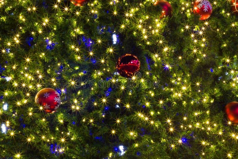 Fondo de la Navidad de luces de-enfocadas fotografía de archivo libre de regalías