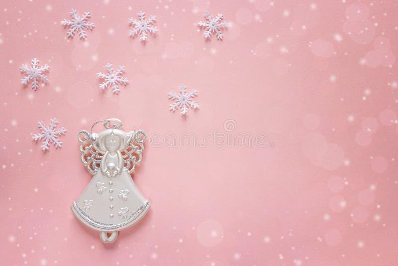 Fondo de la Navidad del día de fiesta con ángel en rosa Copie el espacio fotos de archivo