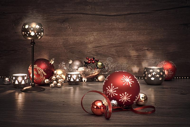 Fondo de la Navidad del vintage con las velas y las chucherías de la Navidad foto de archivo