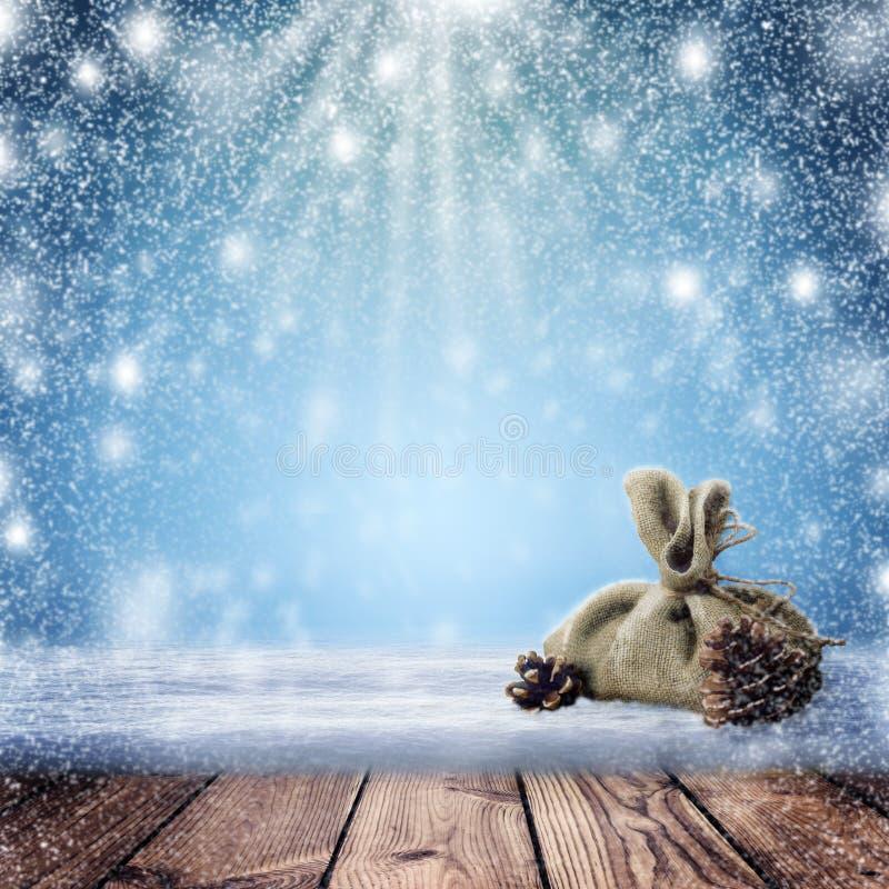 Fondo de la noche de la Navidad Una nevada y una tabla vacía en th foto de archivo