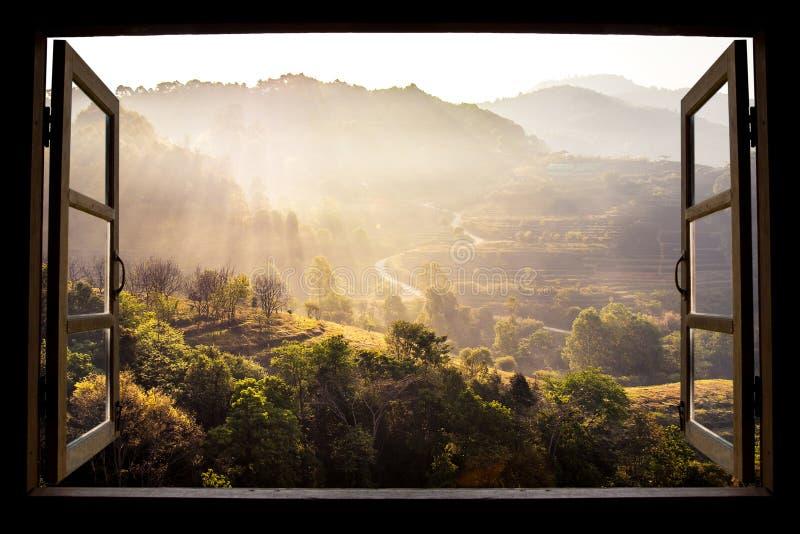 Fondo de la opinión de la naturaleza del paisaje Visión desde la ventana imágenes de archivo libres de regalías