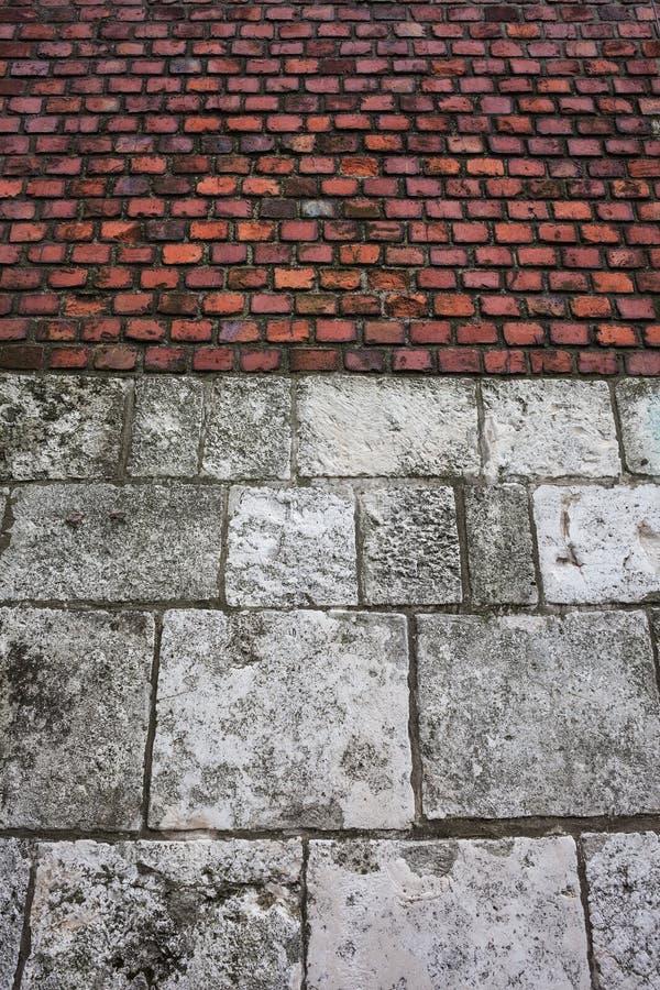 Fondo de la pared del castillo de la piedra y del ladrillo foto de archivo libre de regalías