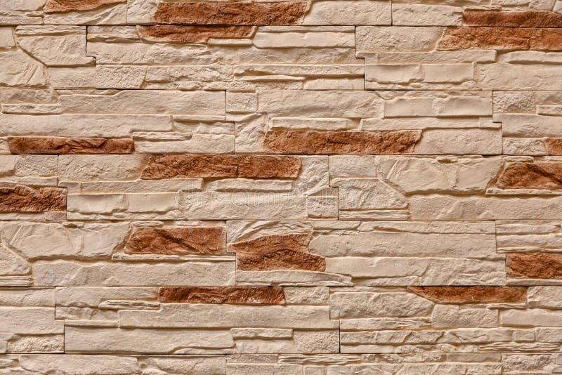 Fondo de la pared de piedra marrón hecha con los bloques foto de archivo libre de regalías