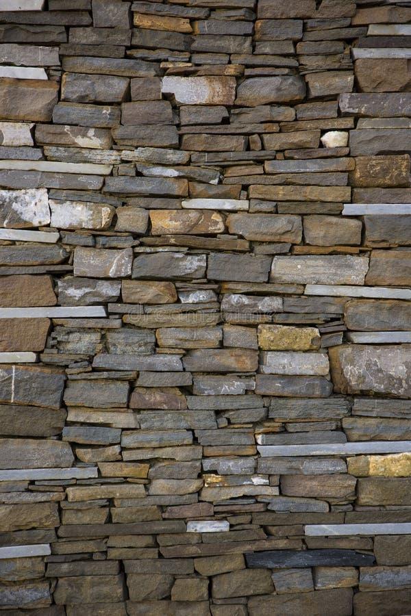 Fondo de la pared de la roca Vieja textura y fondo de la pared de piedra foto de archivo