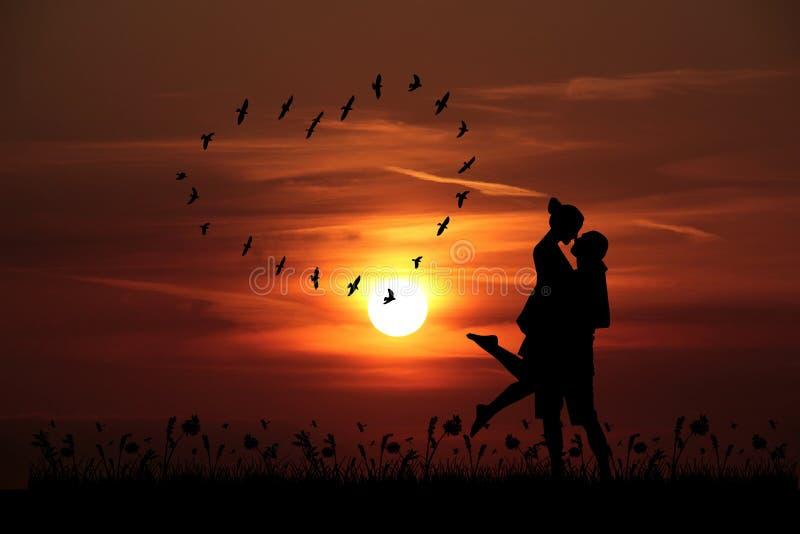 Fondo de la puesta del sol del día de tarjeta del día de San Valentín con los pares que se besan imagenes de archivo