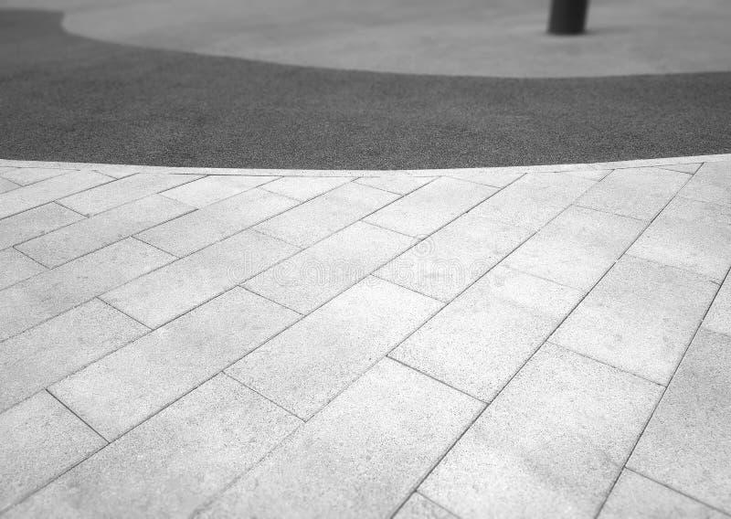 Fondo de la simetría del pavimento de la ciudad foto de archivo
