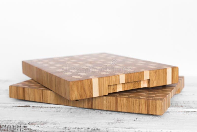 Fondo de la tabla de cortar de la cocina hecha del pedazo m?ltiple de bamb? foto de archivo libre de regalías