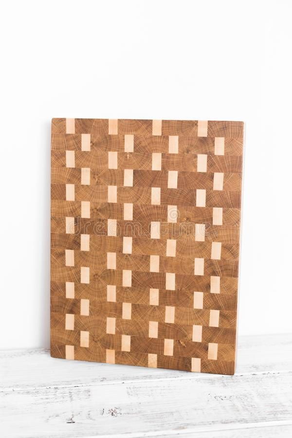 Fondo de la tabla de cortar de la cocina hecha del pedazo m?ltiple de bamb? foto de archivo