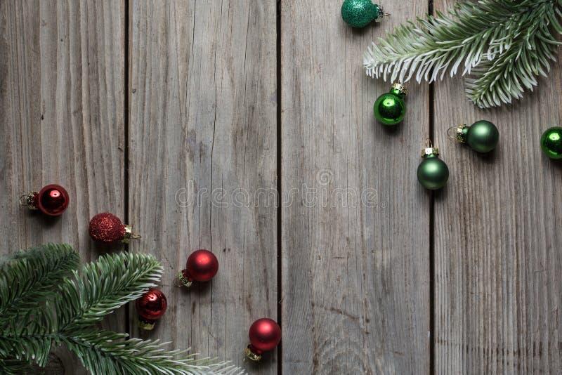 Fondo de la tabla de la madera de las decoraciones de la Navidad viejo para el gráfico y el diseño web, concepto simple moderno d fotografía de archivo libre de regalías