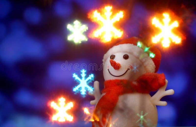 Fondo de la tarjeta del ` s del Año Nuevo con el muñeco de nieve de la Navidad foto de archivo libre de regalías