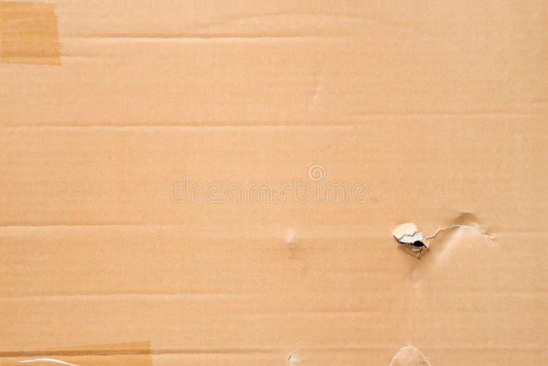 Fondo de la textura de la hoja de la caja de papel de Brown o de la cartulina acanalada imagen de archivo libre de regalías