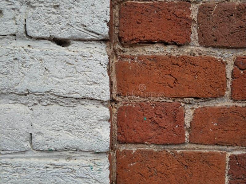 Fondo de ladrillos blancos y marrones viejos Vieja textura de la cerca fotografía de archivo libre de regalías