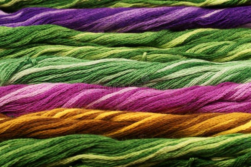 Fondo de las cuerdas de rosca del color imagen de archivo